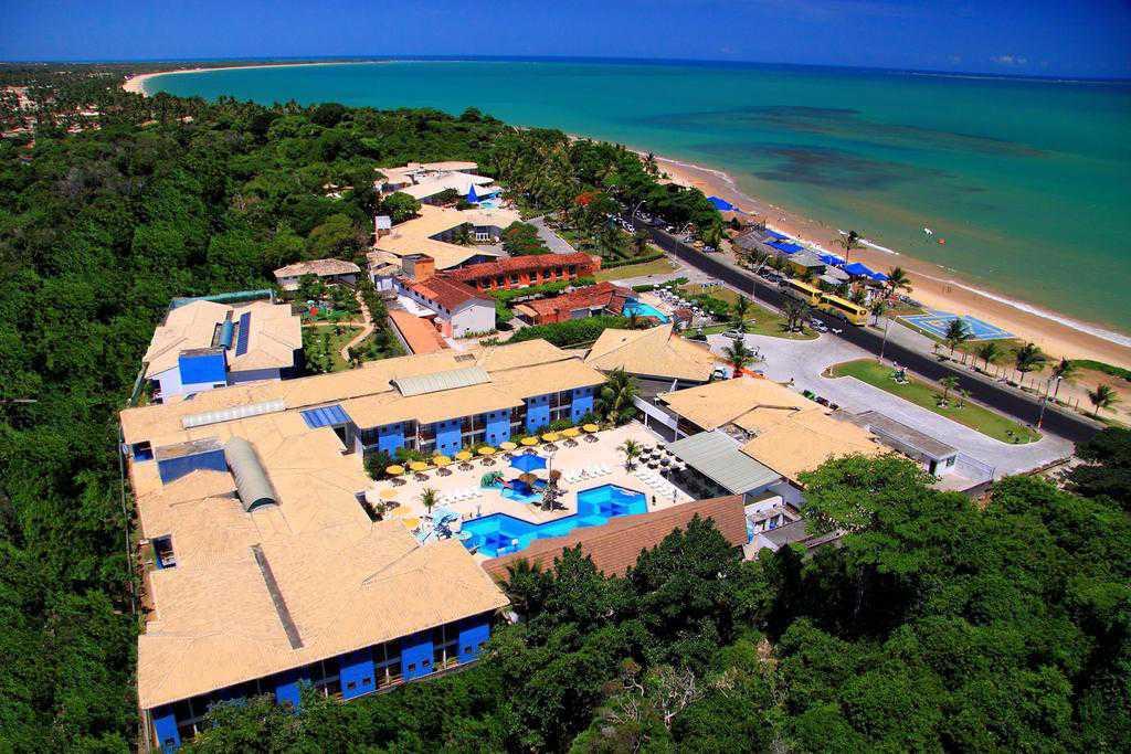 Hotel em frente à Praia de Taperapuan.