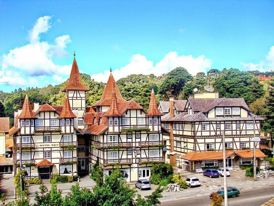 Hotel Sky: Carnaval - Tour Gramado, Canela e Vinhedos + Traslado