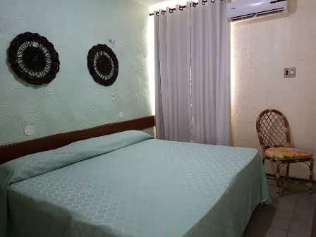 Apto Standart : com cama de casal , cortina blackout, ar condicionado split, wc privativo, decoração moderna.