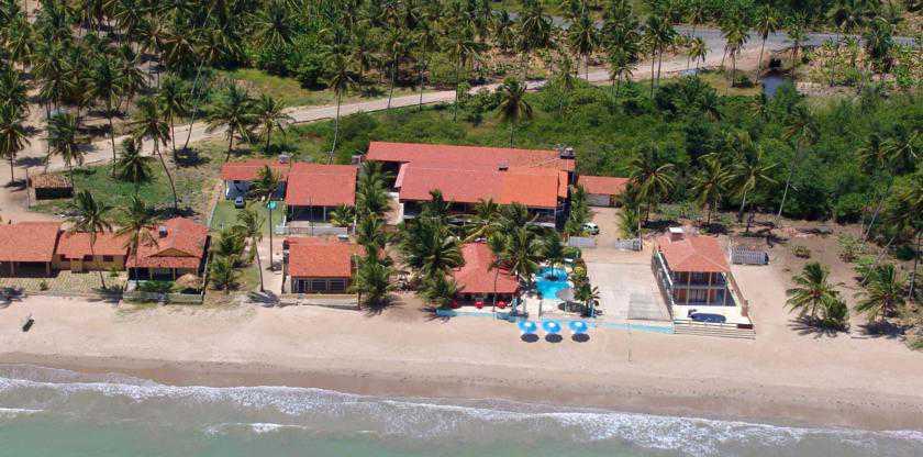 Localizada na Praia de São Bento e a 3,5 km do centro de Maragogi
