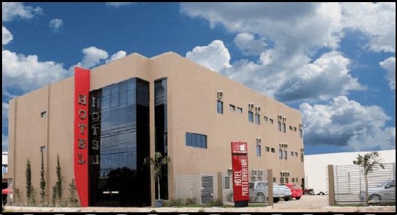 Dispõe de 55 apartamentos climatizados